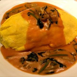 牡蠣とほうれん草のトマトクリームソースオムライス