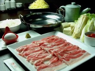 三元豚しゃぶしゃぶ鍋セット しめの中華麺付き
