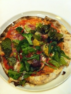 パンチェッタと野菜のピッツァ