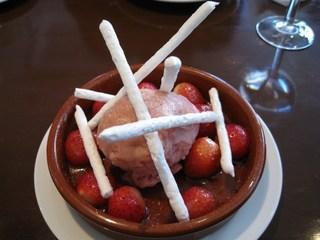 苺のソテーとルバーブのソルベ