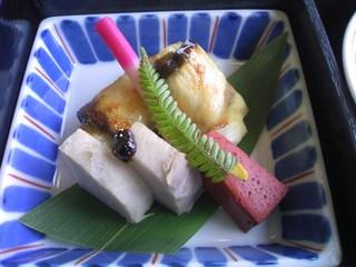 ブリ白葱巻きと八幡蒟蒻辛子焼