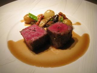 特撰佐賀牛のロース肉のロースト ボルドー風野菜のエチュベを添えて