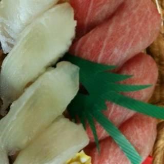 本マグロとヒラメのにぎり寿司