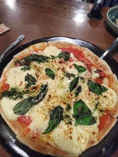 フレッシュトマトのマルゲリータピザ