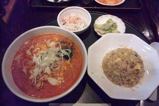 坦々麺と炒飯のセット