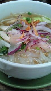 蒸し鶏と香味野菜のベトナムフォー