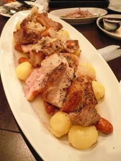 シュークルート 豚バラ ベーコン ソーセージとザワークラウトの白ワイン風味のあっさり煮込み
