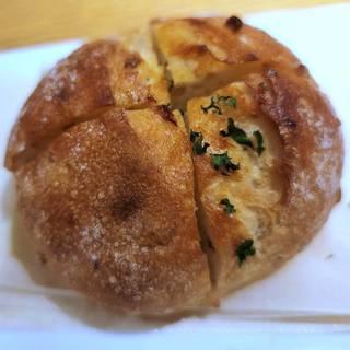 ライ麦パンのガーリックトースト