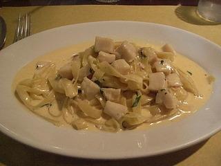 帆立貝のクリームソース自家製タリオリーニ