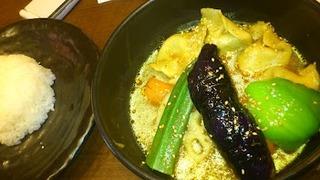 MOMOと野菜のスープカリー