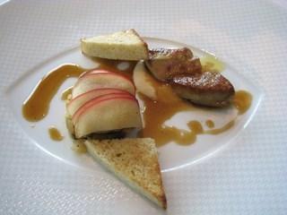 フォワグラとりんごの二種仕立て ポシェとポワレのカルダモン風味