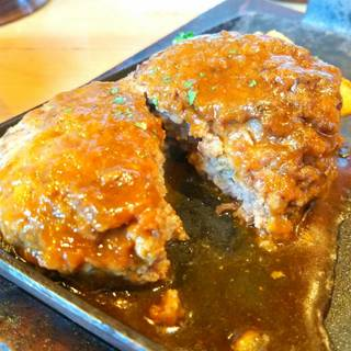 黒毛牛100%鉄板デミグラスハンバーグ