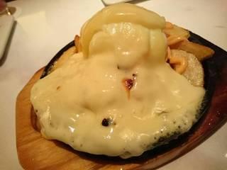 ポテトフライのラクレットチーズのせ