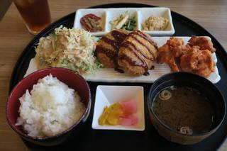 近江牛コロッケ&国産鶏唐揚げ定食