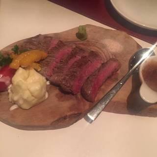 牛ヒレ肉の炙り焼きステーキ
