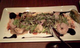 アボカドカルパッチョと小海老のサラダ仕立て