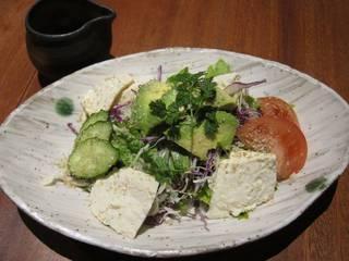 おぼろ豆腐とアボカドのサラダ