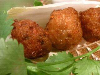 鶏挽肉のクリスピー揚げ