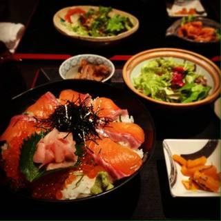 トロサーモンとイクラの海鮮丼