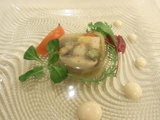 夏野菜と海の幸のジュレ 和風のエスプーマ