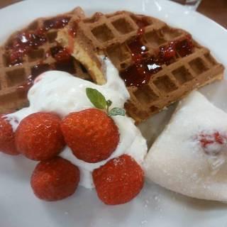 苺大福と味わうワッフル