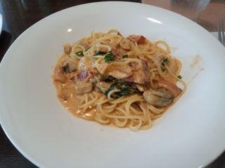 新鮮な牡蠣とアンチョビのスパゲッティー アヒージョ風