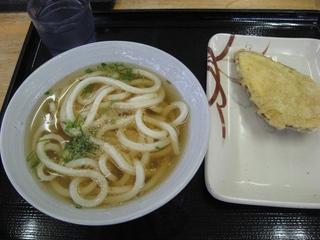 かけうどんとサツマイモの天ぷら