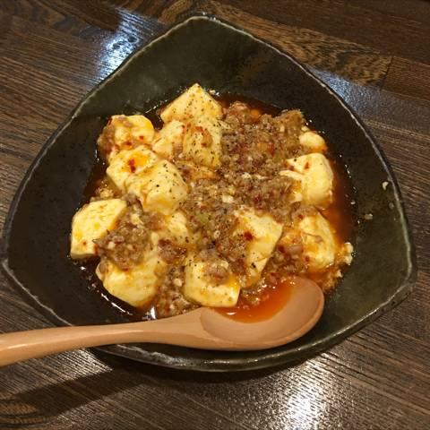 少し辛めの麻婆豆腐です。辛くない麻婆豆腐も大丈夫ですが、私は辛めが好きなので。