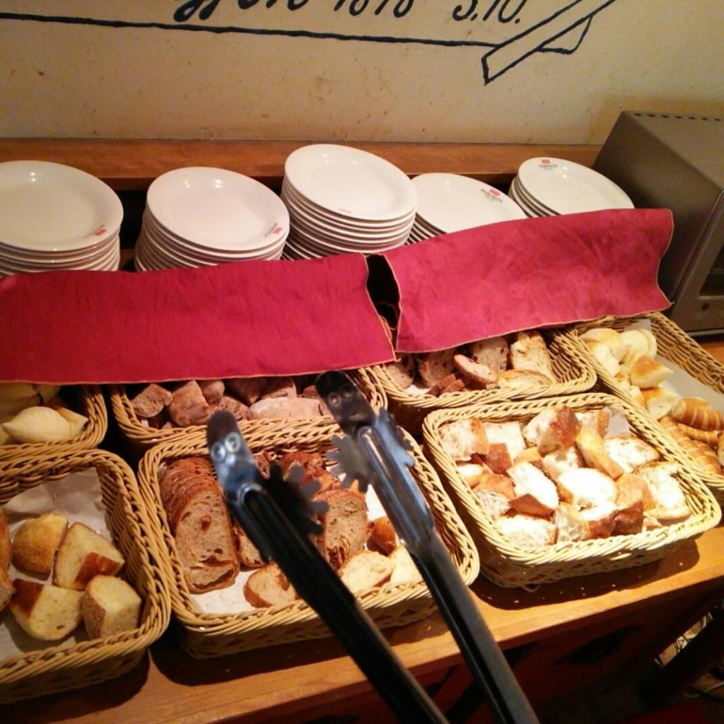 パン食べ放題ランチ