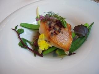 金目鯛と季節野菜のエチュヴェ添え