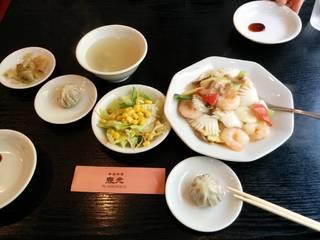 イカ、エビ、野菜の炒め物。