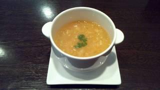 上海がにの蟹味噌が入ったフカヒレとろみスープ