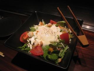 半熟卵のシーザーサラダ