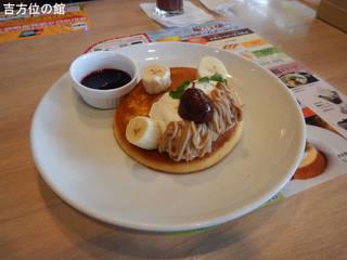 渋皮栗とマスカルポーネのパンケーキ山葡萄ソース