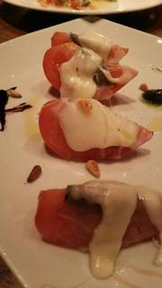完熟トマトの焼きカプレーゼ