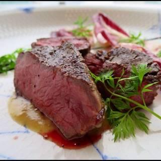 牛ランプ肉の炭火焼きトンナートソース