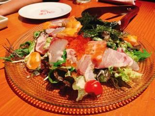 贅沢 ウニ イクラたっぷり海鮮サラダ
