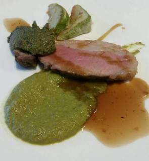 イベリコ豚のロースト ナスと春菊のコンディマン 焼きピーマンのソース