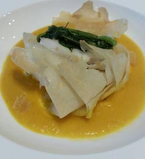 クロメジナと春菊のブリック包み焼き ニンニクの香る人参のスープ