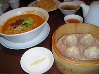 タンタン麺と小龍包のセット