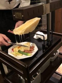 ラクレットチーズかけ温野菜とソーセージ