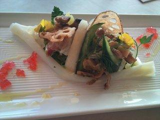 鮮魚と鎌倉野菜旬のフルーツのカルパッチョ鎌倉の庭園風