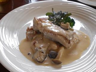 厳選国産鶏とキノコのフリカッセ