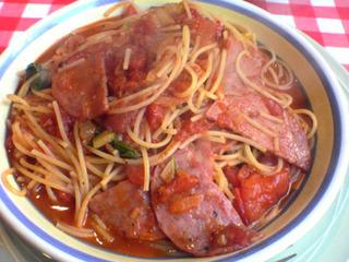 サラミ入りトマトソーススパゲッティ
