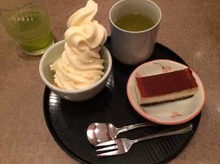 ランチデザート(ケーキ&白桃ソフト)