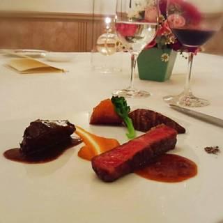 牛ホホ肉の赤ワイン煮と岩手県産牛ロース肉のグリル 二種の味わい