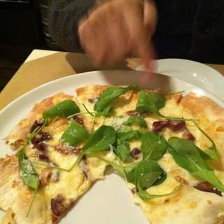 干柿とモッツァレラルッコラのピザ