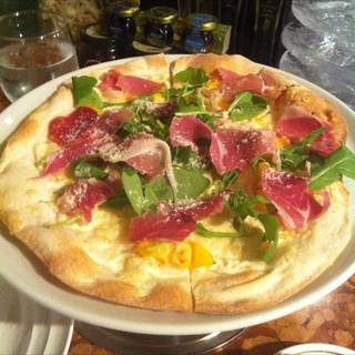 生ハムとパパイヤのリコッタチーズのピザ