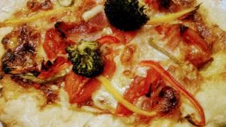 手作りチーズたっぷりピザ