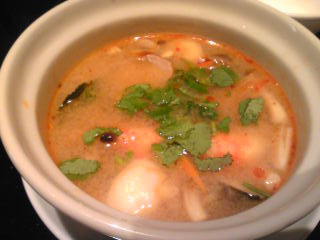 海老のスパイシースープ トムヤムクンハーフ